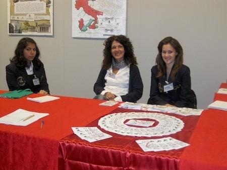 La responsabile della Biblioteca di Vigevano, Raffaella Barbero, con parte del suo staff